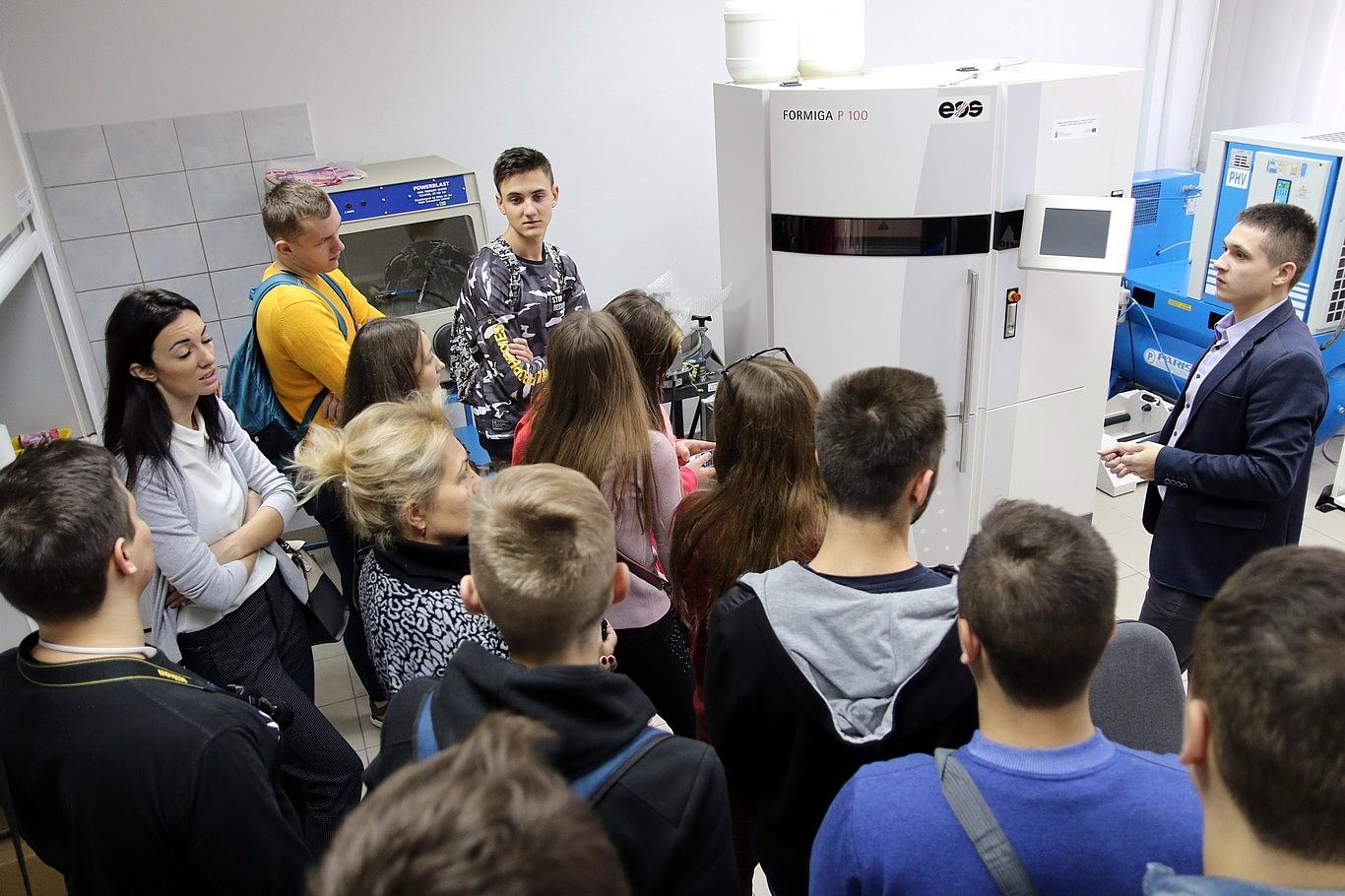 Młodzież z Ukrainy w laboratoriach Politechniki Świętokrzyskiej